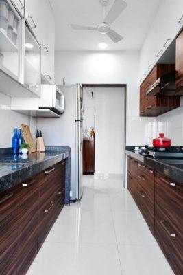 Foto einer zweizeiligen Küchenzeile als Teil einer Küchenform