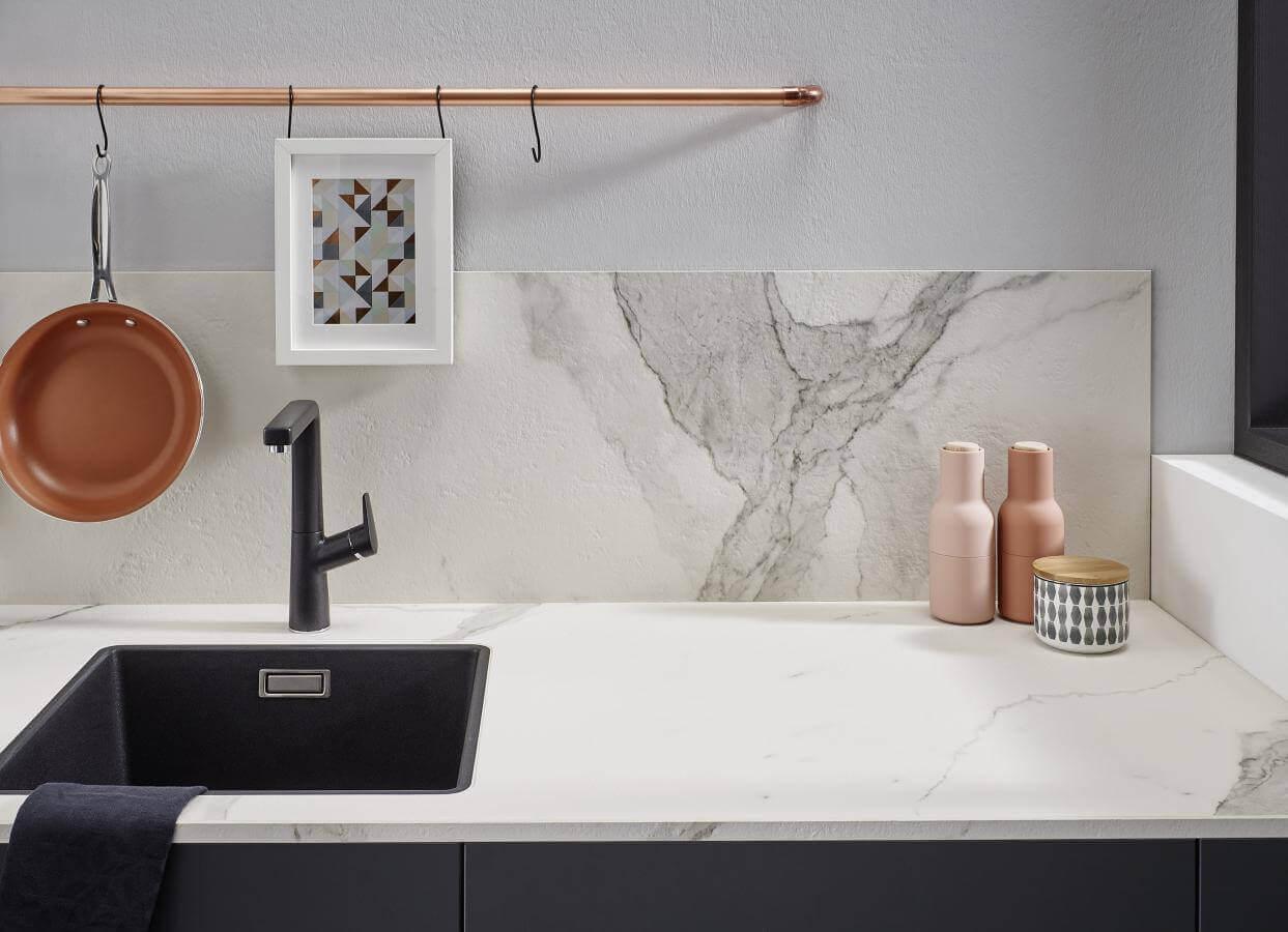 Kuechenbeispiel Keramikarbeitsplatte Bianco Marmo