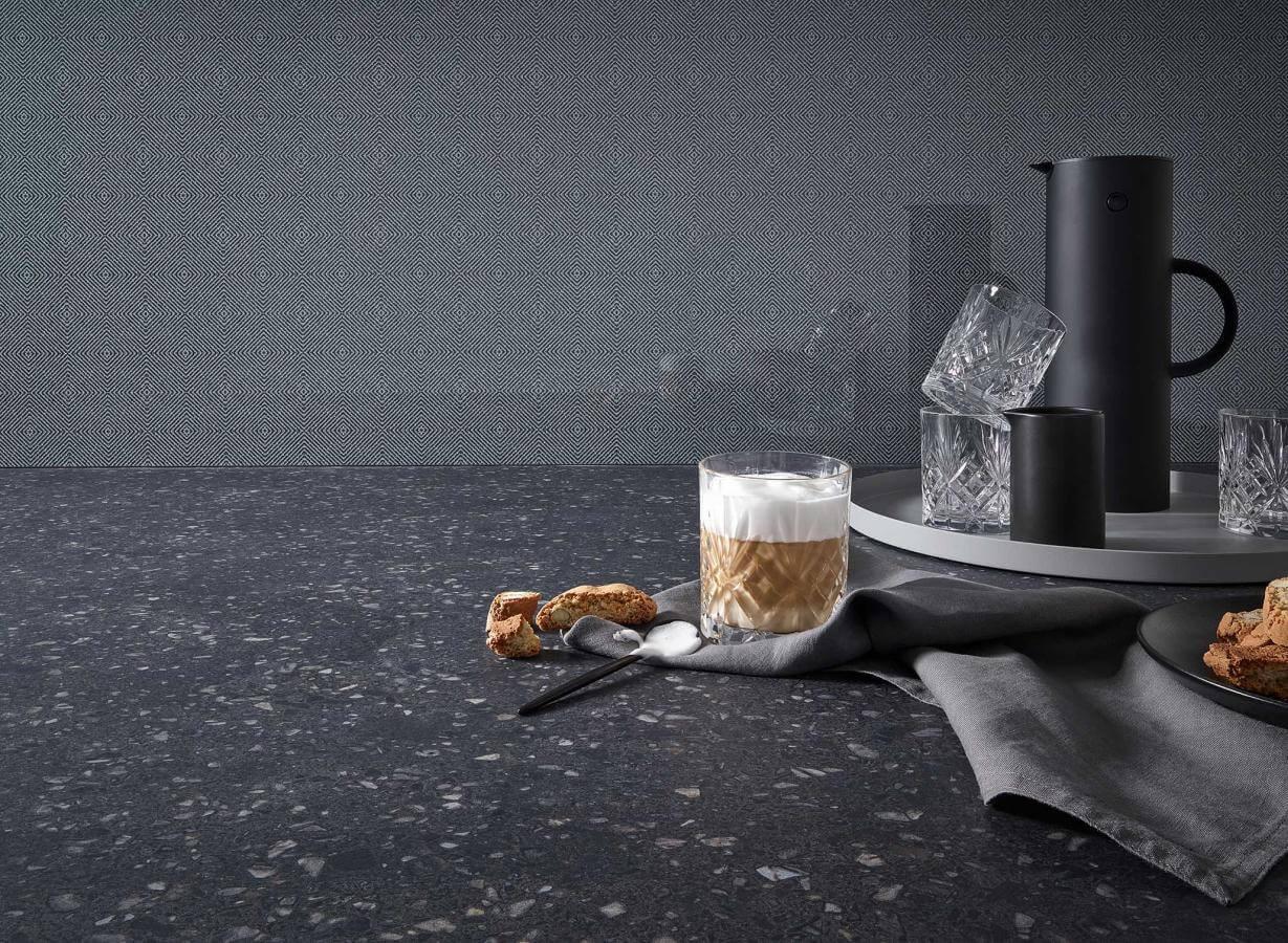 Kuechenbeispiel Keramikarbeitsplatte Terrazzo Black