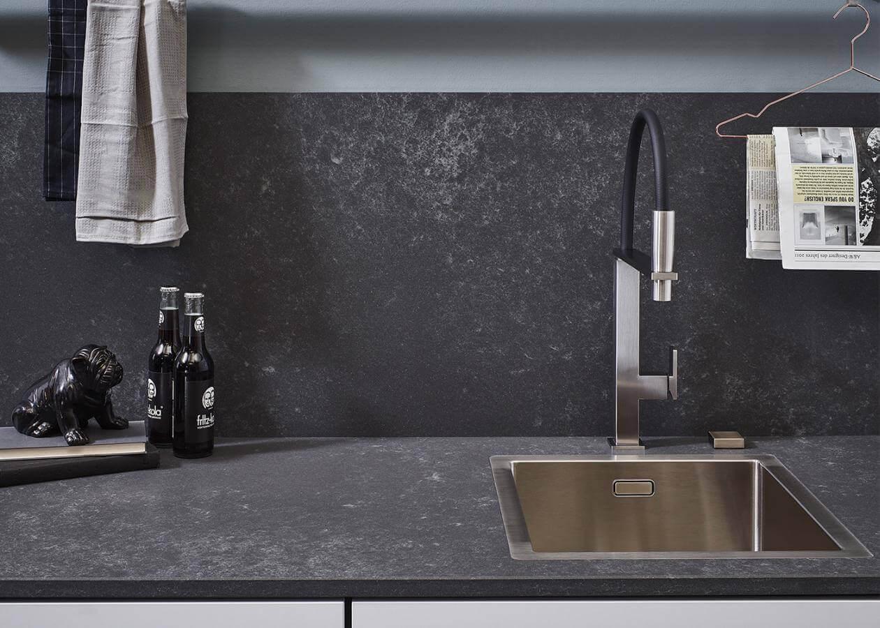 Kuechenbeispiel Quarzsteinarbeitsplatte Concrete Grey