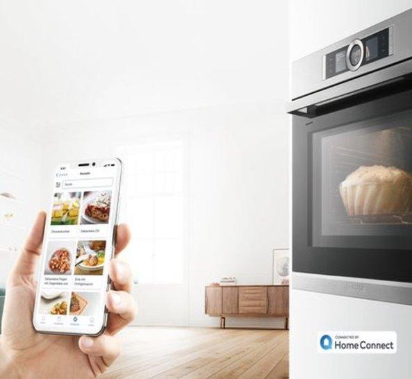 Smartphone zur Steuerung des Backofens der Küchencheckliste