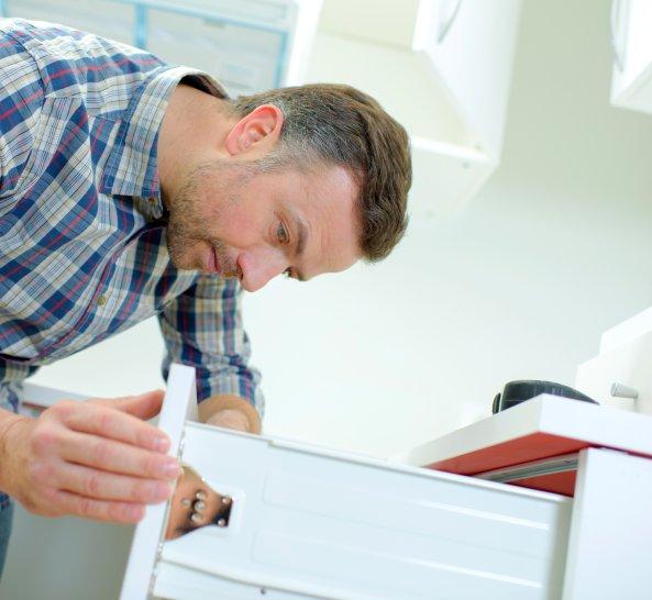 Abbling der Montage Ihre neuen Küche von der Checkliste
